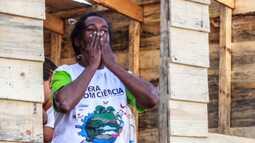 Dona Irene, a mulher que virou voluntária depois de ganhar uma casa nova