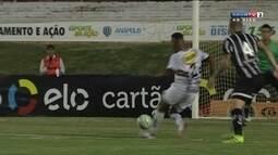Quase! Régis perde e Marcelo não aproveita rebote de Renan Rocha aos 43 do 1º tempo
