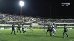 Valdomiro toca de cabeça e quase marca para o Anápolis aos 42 do 2º tempo
