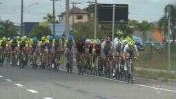 Torneio de verão de ciclismo é realizada em Ilha Comprida, SP