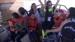Crianças com câncer conhecem Batalhão de Policiamento Turístico no Lago Paranoá
