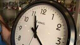 Horário de verão termina e relógios devem ser atrasados às 0h de domingo (19)