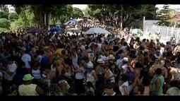 Milhares de pessoas curtem Carnaval antecipado em Valadares