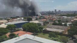 Bombeiros combatem incêndio no hipermercado Walmart de Americana; veja vídeos