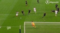 Juventus chega tocando bola e Khedira quase marca mais um aos 41 do 2º tempo