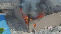 Fogo em hipermercado de Americana, SP, dura quase nove horas