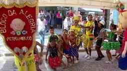 Meninos e meninas que recebem tratamento no GAC ganham festa de carnaval