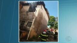 Equipe do Corpo de Bombeiros registra incêndio em residência em Uberlândia