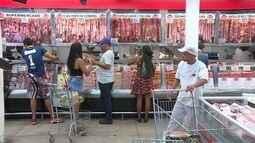 Compra de carnes e bebidas para churrascos movimenta supermercados de BH