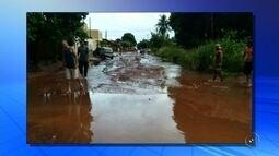 Chuva forte alaga ruas e assusta moradores em Castilho