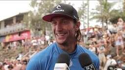 Após um ano afastado do surfe, Owen Wright vence primeira etapa do Mundial
