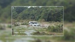 Carro é arrastado pela correnteza no Vale do Anari