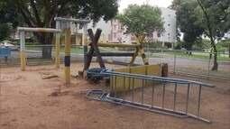 Moradores reformam parquinho de quadra na Asa Norte