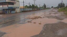 No Amapá, motoristas reclamam de prejuízos com buracos na Rodovia Duca Serra