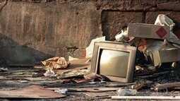 Cresce o número de pessoas que estão deixando as tvs antigas na rua