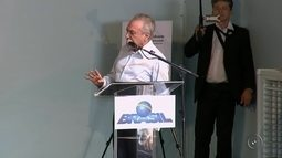 Michel Temer entrega casas e anuncia verba para duplicação da BR-153 durante visita a Rio