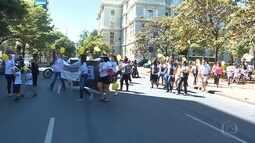 Marcha reúne dezenas de pessoas para falar sobre endometriose em Belo Horizonte