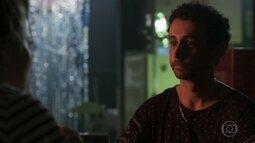 Romildo garante a Lorena que dará um jeito em Alex