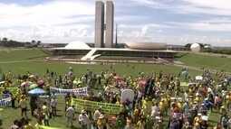 Manifestantes se reúnem em apoio à Operação Lava Jato
