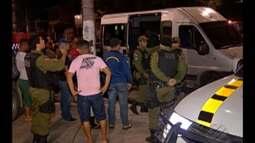 Homens armados param van e realizam 20 disparos, em Belém