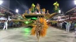 Mocidade comemora o título de campeã do carnaval ao lado da Portela