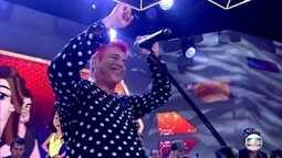 Lulu Santos canta 'Ovelha negra'