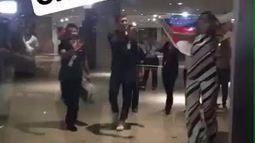 Ex-BBB Vivian Amorim é recebida por multidão em aeroporto de Manaus