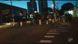 Ato fecha Avenida da Saudade, em Campinas, em frente à Sanasa