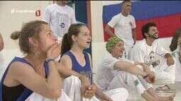 Grupo de capoeira promove intercâmbio com russos em Praia Grande