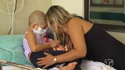 Mães enfrentam com coragem o tratamento de filhos com doenças graves