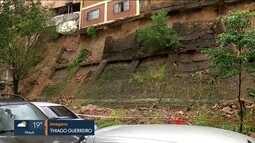 Muro desmorona e casas são interditadas no centro da capital