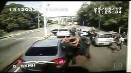 Bandidos roubam caminhão com carga de celulares avaliada em R$ 1,3 milhão