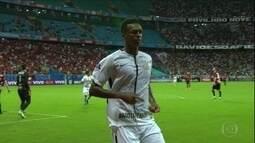 Em alta no Corinthians, Jô sonha com retorno à Seleção
