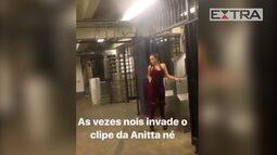 Anitta grava clipe em metrô de Nova York