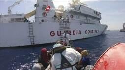 Mais de 2 mil pessoas que tentavam chegar à Europa são resgatadas no Mar Mediterrâneo
