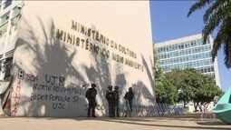 Forças Armadas deixam Esplanada dos Ministérios após revogação de decreto