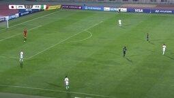 Itália toca bola na defesa enquanto Japão apenas observa. Empate classificou seleções