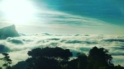 Nevoeiro muda paisagem do Rio e deixa cidade com um ar misterioso