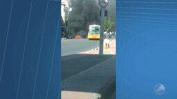 Motoristas e cobradores bloqueiam pista e pedem mais segurança na capital baiana