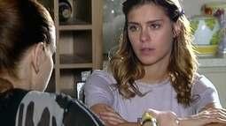 Isabel conta para Cláudia que Madame Berthe é avó de Edgard e confessa que o beijou