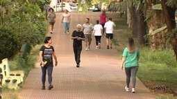 Ortopedista da dicas de como fazer caminhadas em dias mais secos