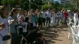 Moradores de Ipanema, na Zona Sul do Rio, fazem ato pela paz