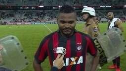 Nikão comemora marca de maior artilheiro da Nova Arena da Baixada com dez gols