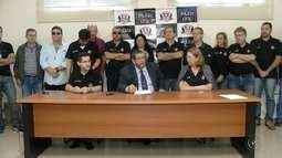 Ex-tesoureira suspeita de desviar milhões em Santa Cruz do Rio Pardo se apresenta no Fórum