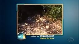 Morador denuncia buraco com possível foco de dengue em rua de Ribeirão das Neves