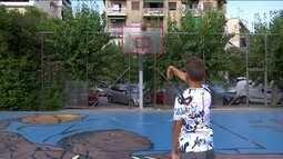 Giannis Antetokounmpo, do Milwalkee Bucks, volta a Atenas para divulgar projeto social
