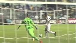 Santos bate Chapecoense com gol de Vecchio e mais uma bela atuação de Vanderlei