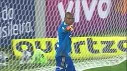 Jailson pega pênalti, e Palmeiras empata com Flamengo, no Rio