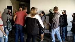 Servidores do Governo do Estado recebem doações de cestas básicas em Campos, no RJ