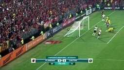 Comentaristas analisam vitória do Flamengo sobre o Coritiba pelo Brasileirão